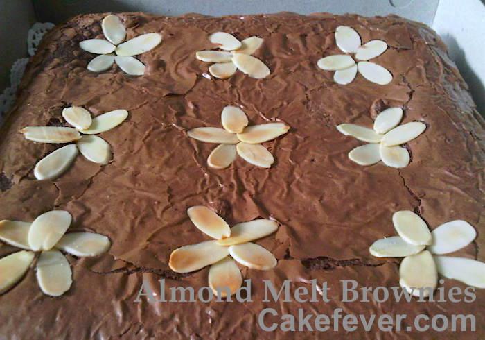 Almond-Melt-Brownies-bigsquare-cakefever