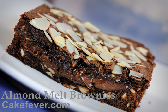 almond-melt-brownies-cakefever-slice